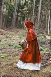 Girl masquerade as Red Riding Hood on the move in the wood - CLPF000037