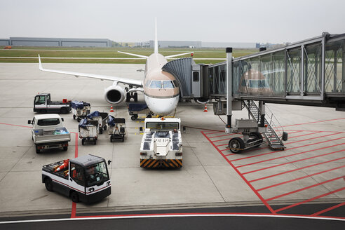 Germany, Lower Saxony, Hanover Airport, Plane is being loaded - BI000181