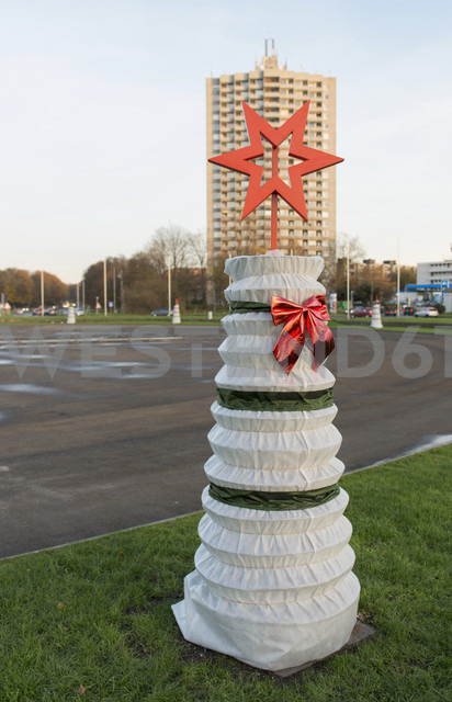 Germany, North Rhine-Westphalia, Aachen, Christmas decoration at Europaplatz - HLF000306