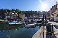 Italy, Liguria, Portofino, View of harbour - AM001489