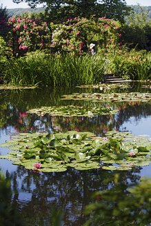 France, Eure, Giverny, Claude Monet's garden with lily pond - BI000194