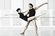 Germany, Leipzig, Ballet dancers rehearsing - CvK000023