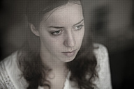 Portrait of thoughtful young woman - CvK000012