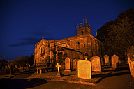 UK, Northumberland, Belford church and cemetery by night - PA000130