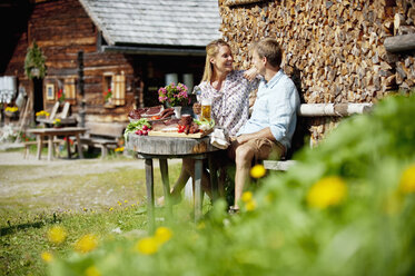 Austria, Salzburg State, Altenmarkt-Zauchensee, couple having an alpine picnic - HHF004729
