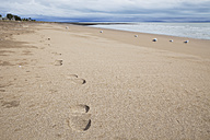 New Zealand, Coromandel Peninsula, foot traces on beach - GWF002432