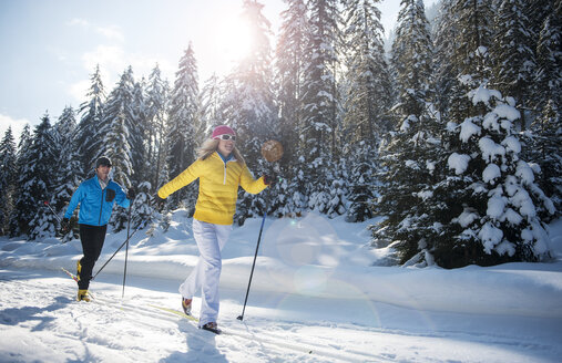Austria, Salzburg Country, Altenmarkt-Zauchensee, Young couple cross-country skiing - HHF004654