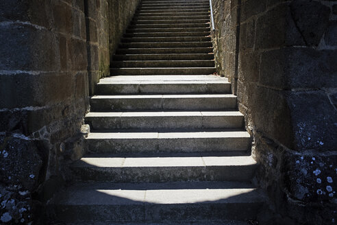 France, Bretagne, Dinan, stairs in the old city wall - BIF000202