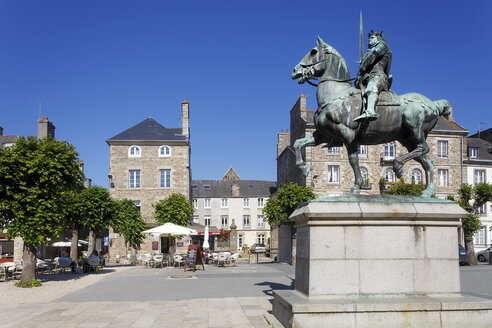 France, Bretagne, Dinan, Statue of Bertrand du Guesclin - BI000203