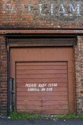 Great Britain, Scotland, Glasgow, dockland, old garage door - PAF000167