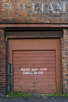 Great Britain, Scotland, Glasgow, dockland, old garage door - PAF000167