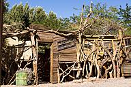 Chile, Atacama Desert, Ramshackle hut in San Pedro de Atacama - STSF000243