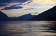 Switzerland, Bernese Oberland, Lake Thun at sunset - WWF002958