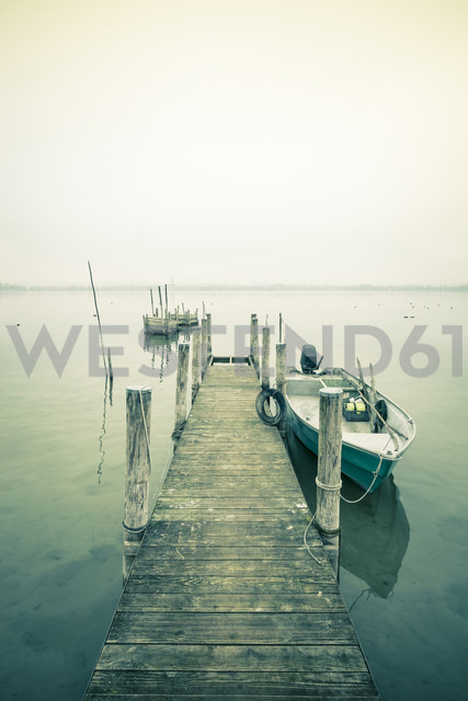 Germany, Baden-Wuerttemberg, Jetty at Iznang - EL000752