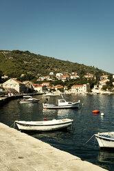Croatia, Korcula, Little harbour with fishing boats - KAF000086