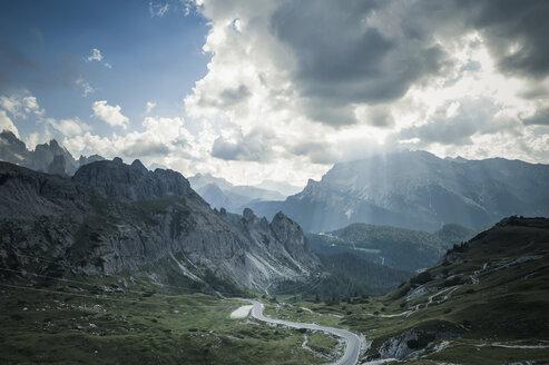 Italy, Province of Belluno, Veneto, Auronzo di Cadore, mountain road at Tre Cime di Lavaredo - MJF000462