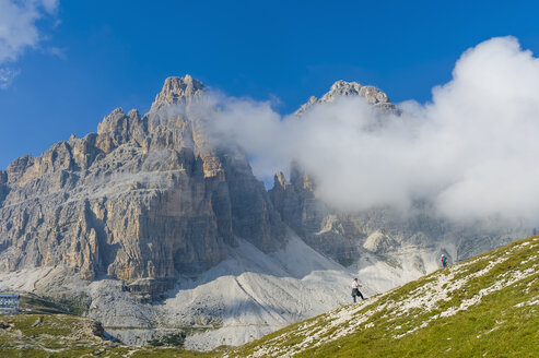 Italy, Province of Belluno, Veneto, Auronzo di Cadore, two persons near Tre Cime di Lavaredo - MJ000465