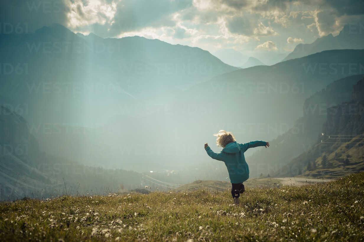 Italy, Province of Belluno, Veneto, Auronzo di Cadore, little boy walking on alpine meadow near Tre Cime di Lavaredo - MJF000472 - Jana Mänz/Westend61