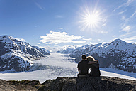 Border region Alaska-British Columbia, Couple looking at Salmon Glacier - FOF005457