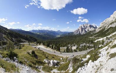 Italy, Veneto, Valparola Pass, Mountain road at Fanes Group - WW003039