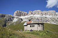 Italy, Trentino, Belluno, Chapel at Pordoi Pass - WW003095