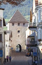 Italy, South Tyrol, Vinschgau, Glurns, Town gate - WW003010