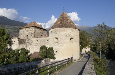 Italy, South Tyrol, Vinschgau, Glurns, Town wall - WWF003114