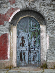Italy, South Tyrol, Vinschgau, Old door of a building at Stelvio Pass - WWF003021
