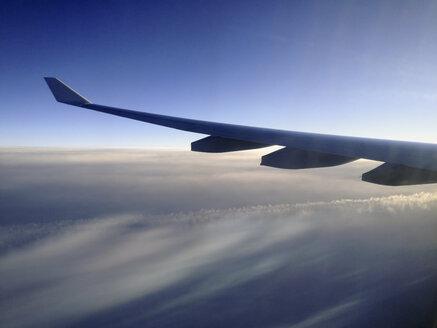 Airplane wing, transatlantic flight - SEF000164