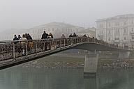 Austria, Salzburg State, Salzburg, Marktsteg in fog - GF000362