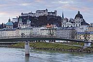 Austria, Salzburg State, Salzburg, fortress Hohensalzburg with old town and towers of Salzburg Cathedral, Salzach River, right collegiate church - GF000344