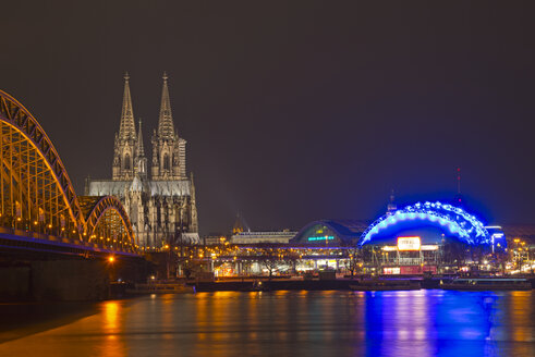 Germany, North Rhine-Westphalia, Cologne, View of Hohenzollern Bridge, Cologne Cathedral and Musical Dome at River Rhine - WGF000183