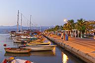 Turkey, Fethiye, Waterfront promenade at dusk - SIE004929