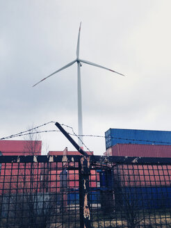 Wind engine and freight containers in the harbor of Hamburg, Germany - SE000374