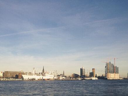 View on the skyline of Hamburg on the river Elbe, Hamburg, Germany - SEF000356