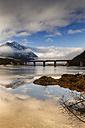 Germany, Bavaria, Lenggries, Bad Toelz Wolfratshausen, bridge over frozen Sylvenstein Dam - GFF000370