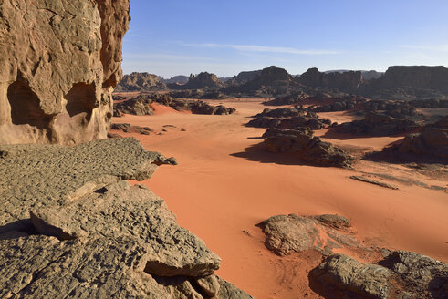 Algeria, Sahara, Tassili N'Ajjer National Park, Tadrart region, rocky landscape of the cirque - ES000934