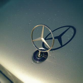 Mercedes Benz star on bonnet - ON000287