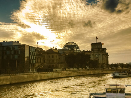 Sunset at Reichstag, Berlin, Germany - FBF000113