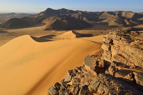 Algeria, Sahara, Tassili N'Ajjer National Park, Tadrart region, western escarpment of Tadrart plateau - ES000944
