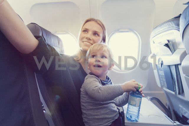 Mother with son in airplane - MF000722