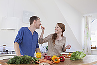 Young couple preparing food in kitchen - RBF001582