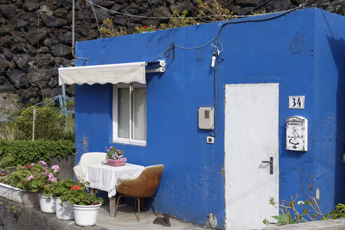 Spain, Canary Islands, La Palma, La Bombilla near Puerto Naos, Blue house - SIEF004968