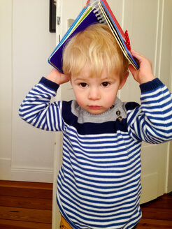 Little boy with book on his head - MEAF000074