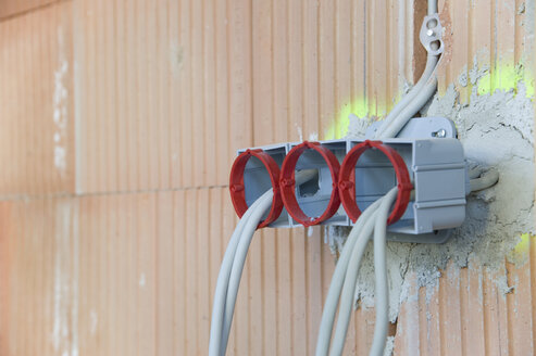 Wiring on a construction site - CRF002557