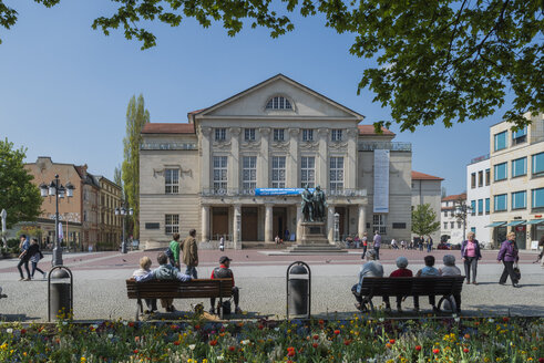 Germany, Thuringia, Weimar, Theaterplatz, View of German National Theatre and Goethe-Schiller Monument - HWO000072