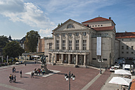 Germany, Thuringia, Weimar, Theaterplatz, View of German National Theatre and Goethe-Schiller Monument - HWO000095