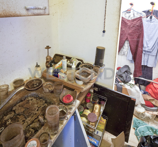 Austria, part of a kitchen of a person with hoarding disorder - DIS000327