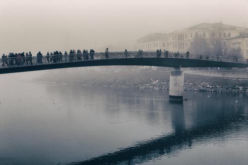 Austria, Salzburg State, Salzburg, Marktsteg in fog - GF000391