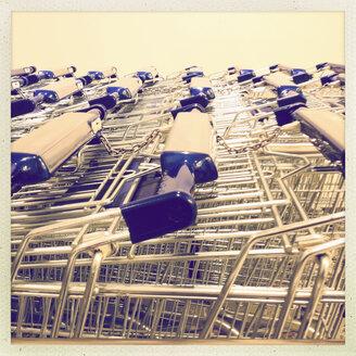 Shopping Cart at discounters Aldi, Hamburg, Germany - SEF000438